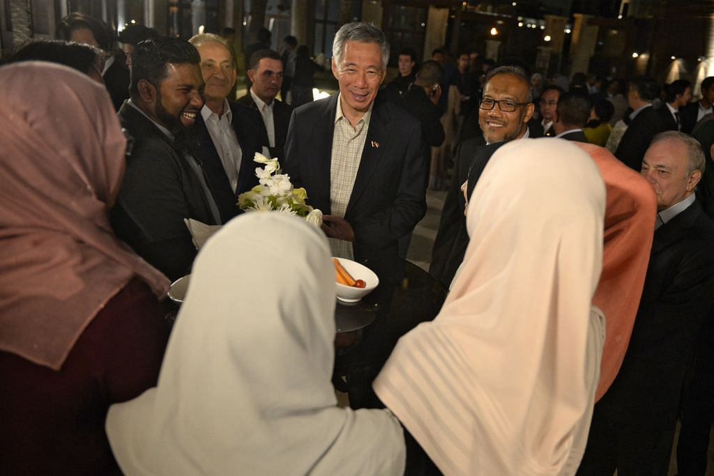 PM Lee turut adakan majlis jamuan bagi lebih 100 pelajar S'pura di Jordan