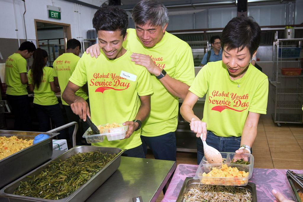 20 belia sertai menteri sedia makanan untuk yang memerlukan HARI PERKHIDMATAN BELIA GLOBAL 2016