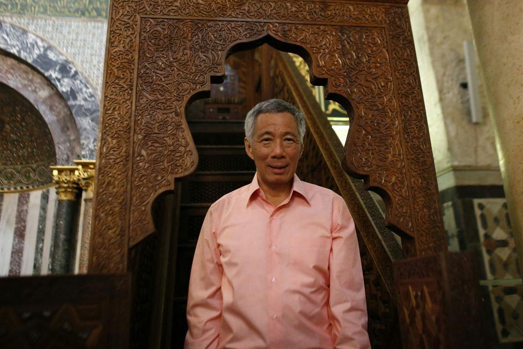 LAWATAN PERDANA MENTERI KE TIMUR TENGAH PM Lee dirai dalam kunjungan di Palestin