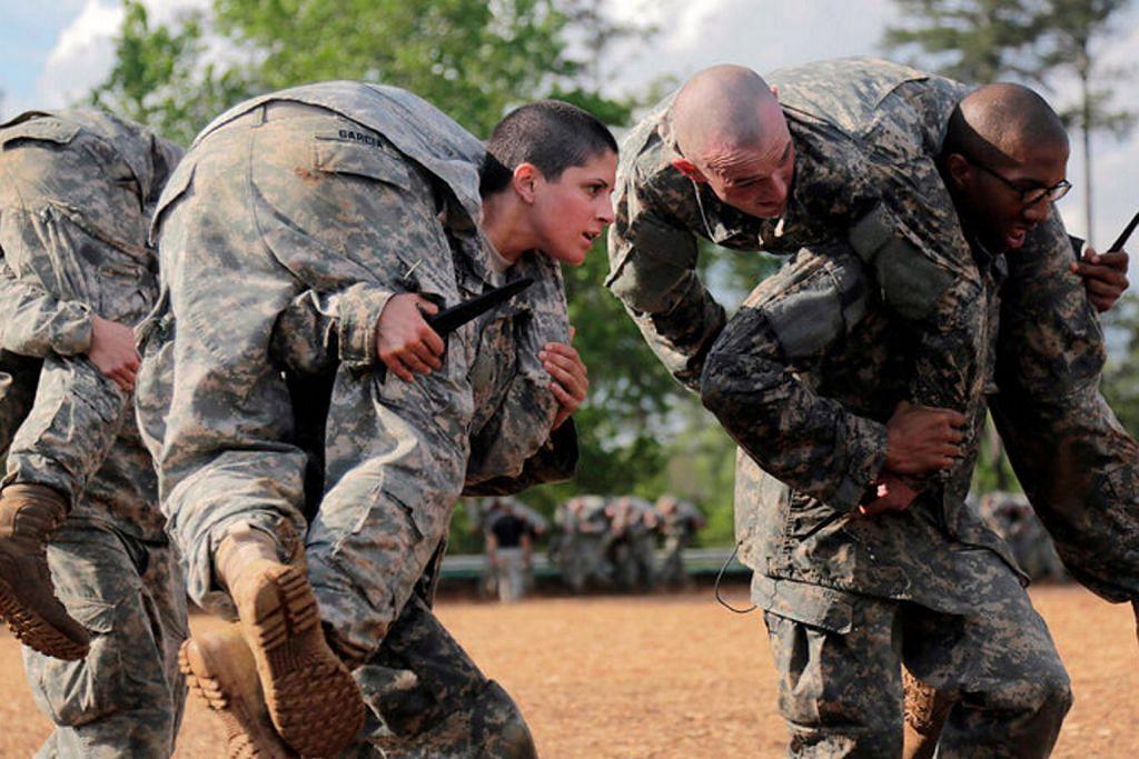 AS lantik pegawai infantri tentera wanita pertama