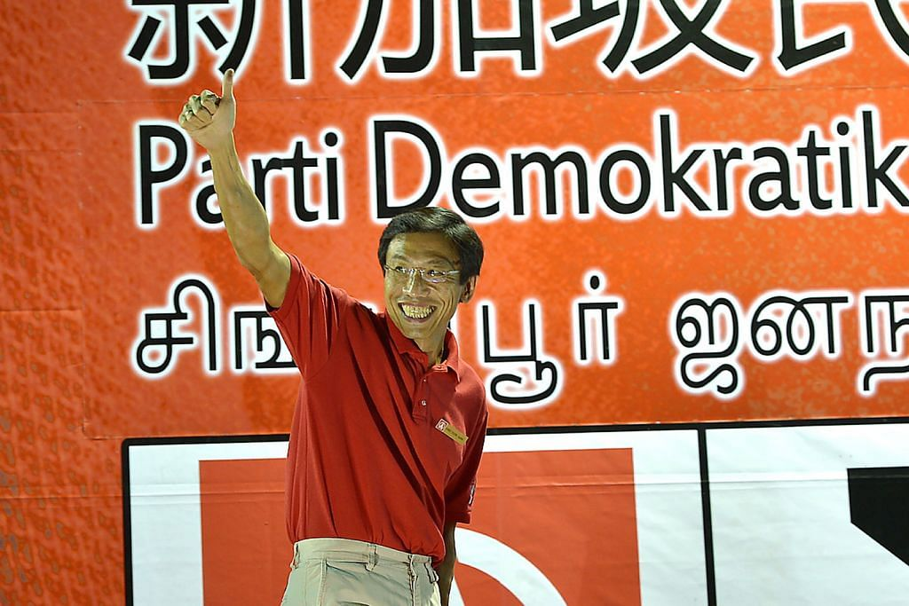 INGIN MENJADI AP SEPENUH MASA: Dr Chee yang menggariskan rancangannya sekiranya menang dalam Pilihan Raya Kecil Bukit Batok mengulangi komitmennya menjadi AP sepenuh masa bagi melaksanakan rancangan itu. – Foto TUKIMAN WARJI
