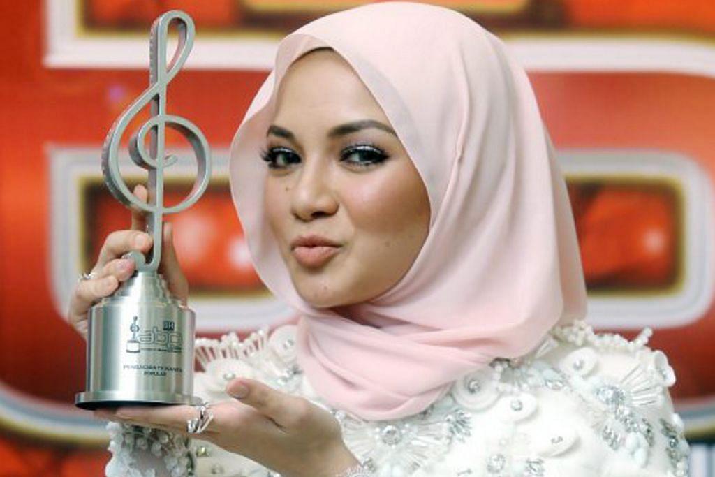 Anugerah terhebat Sufi dan Neelofa buat mama tercinta