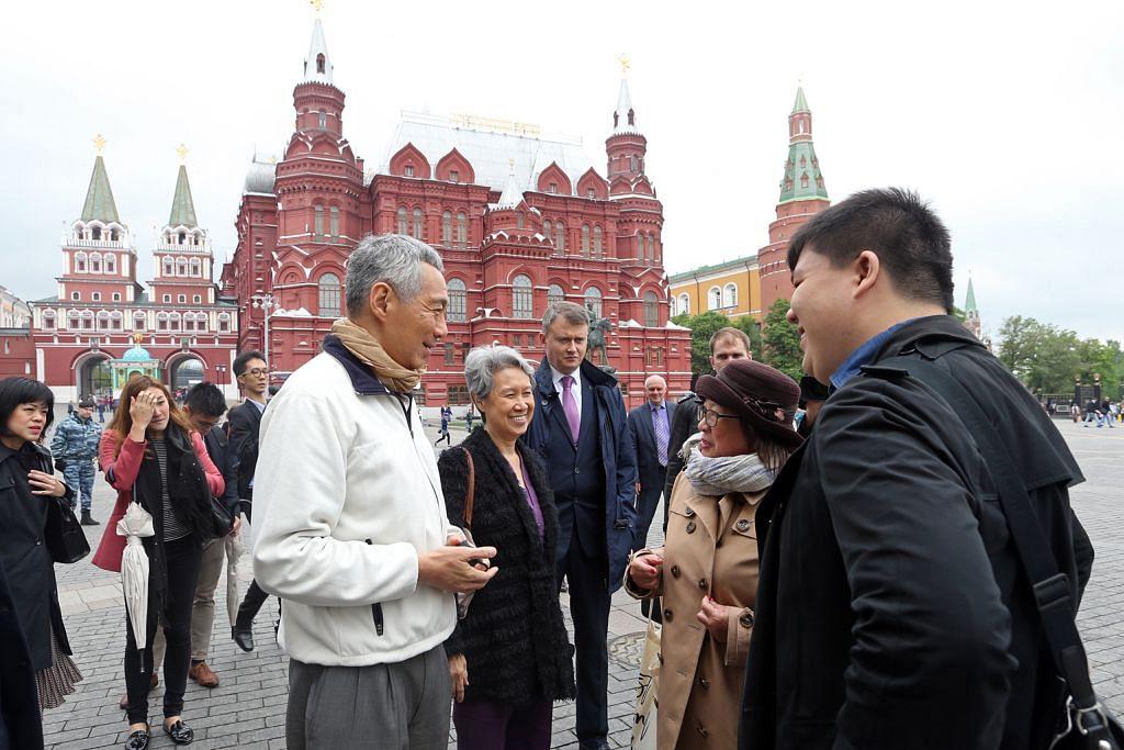 PM Lee temui warga dan syarikat S'pura di Russia