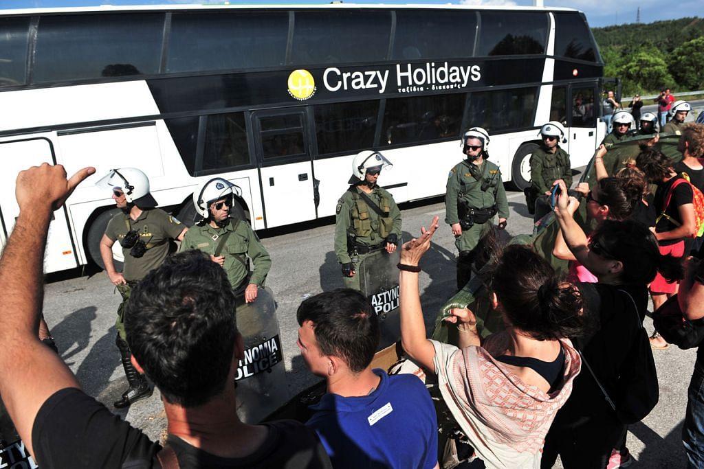 Pelarian di Greece bantah dipindah ke kem baru