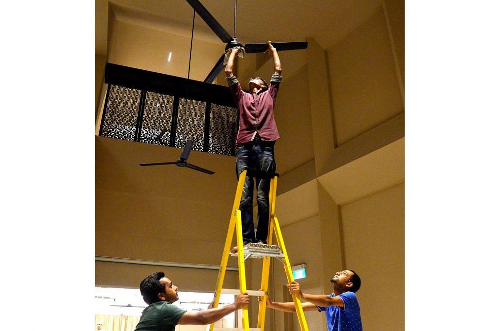 Pekerja asing turut bantu bersihkan masjid