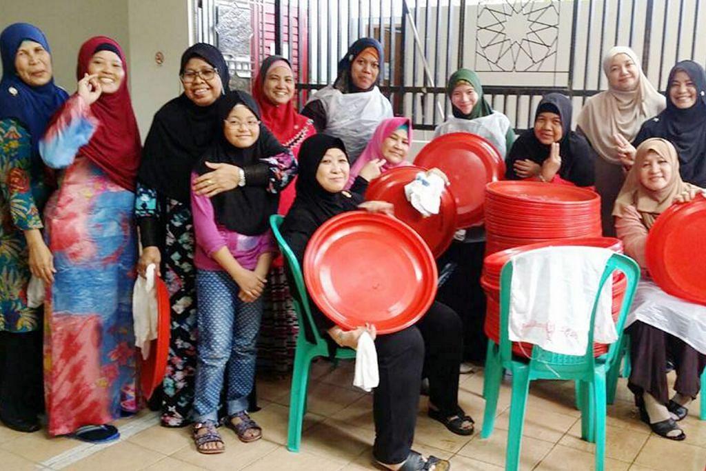 MENJELANG RAMADAN Relawan gotong-royong siapkan masjid sambut jemaah