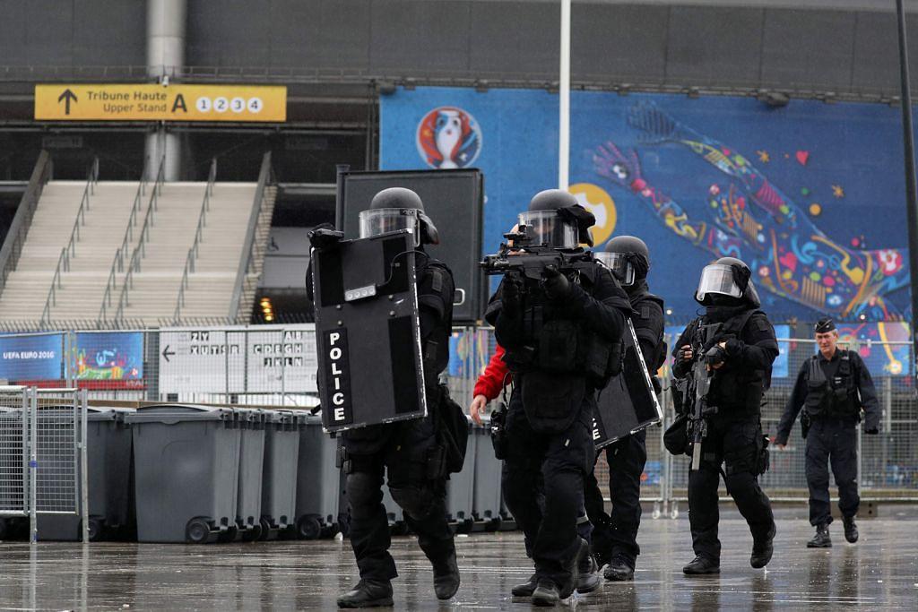 Euro 2016... Pertaruhan lebih dari piala rebutan
