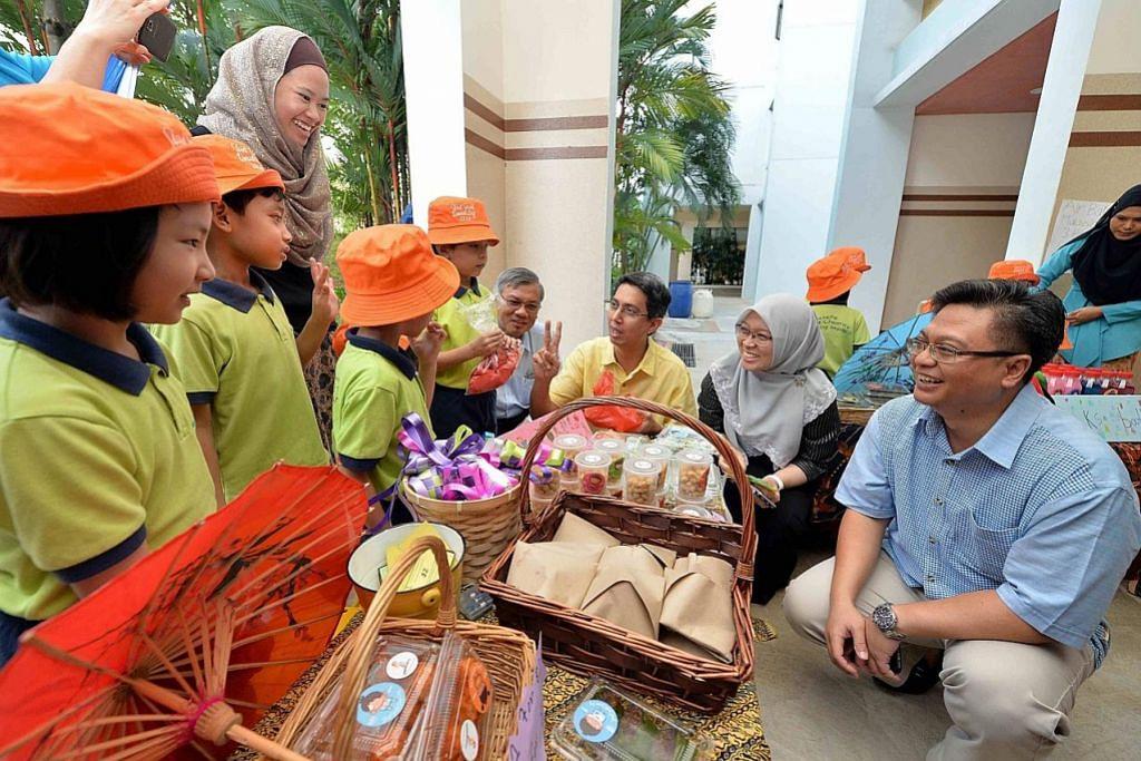 SEKITAR RAMADAN Kanak-kanak hidupkan semangat kampung di bazar