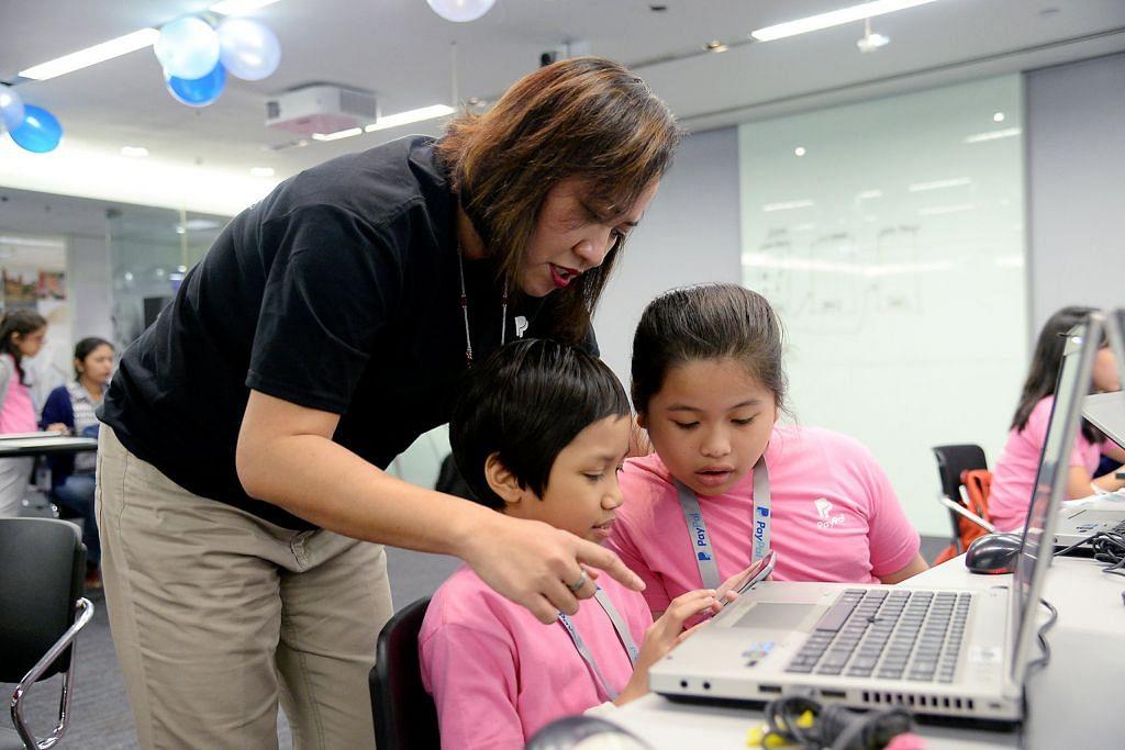 TEKNOLOGI MAKLUMAT DALAM BIDANG PENGEKODAN Anjur program bagi tangani kekurangan wanita dalam industri teknologi