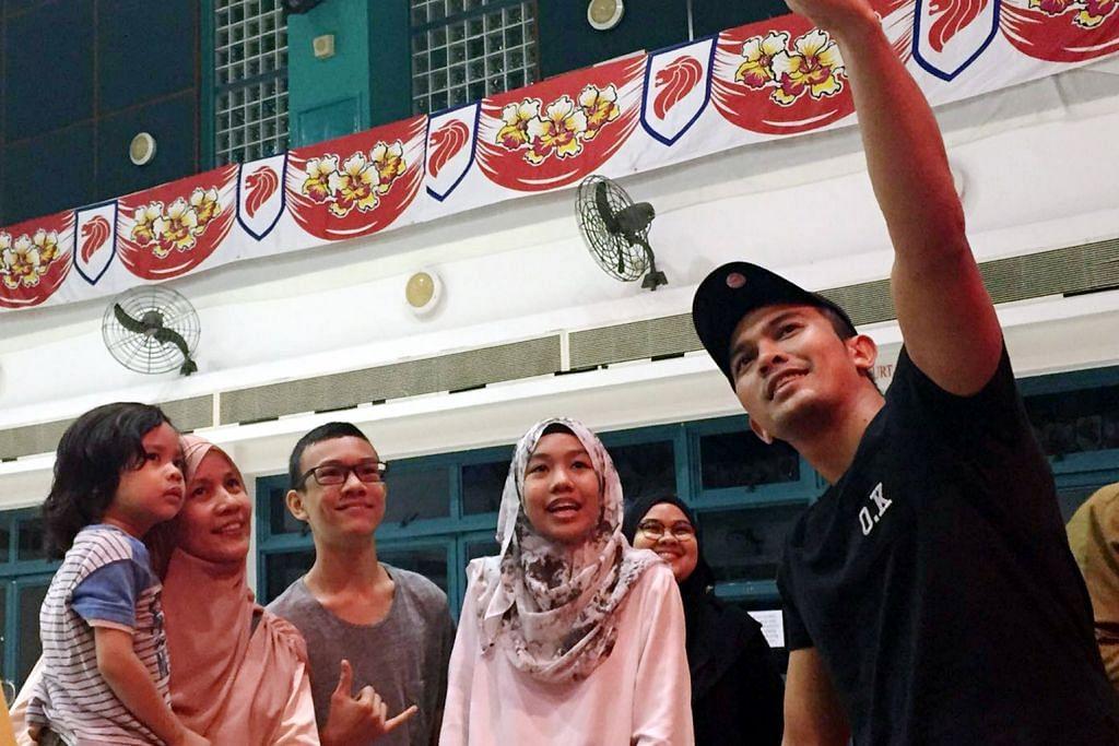 Peminat sokong bisnes Raya Saharul