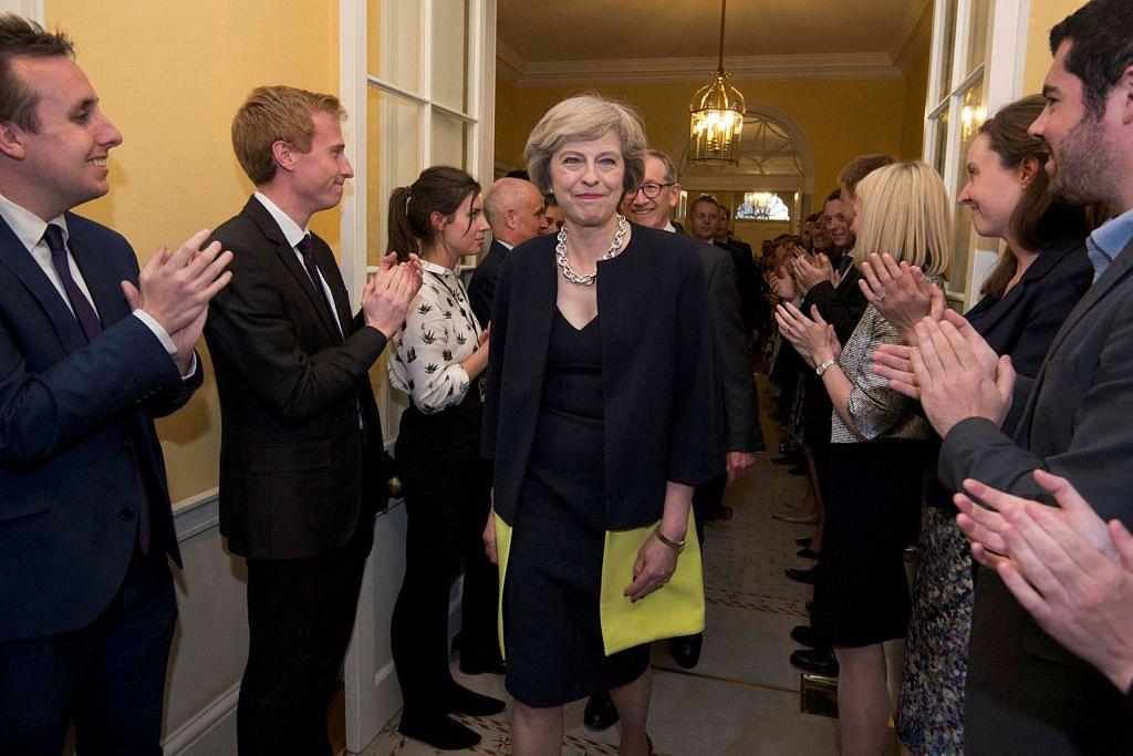 Singkir ahli Kabinet lama: Media Britain papar ketegasan May