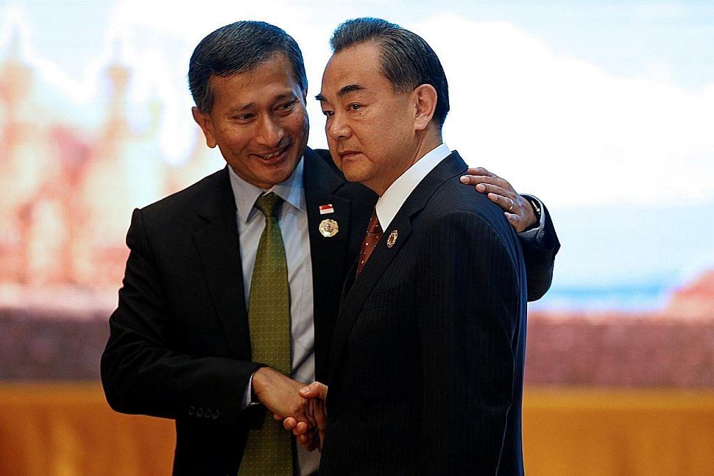 MESYUARAT MENTERI-MENTERI LUAR ASEAN KE-49 Kenyataan bersama isu Laut China Selatan elak keputusan tribunal