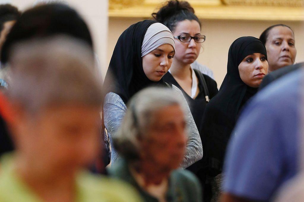 Warga Islam Perancis sertai perhimpunan Katolik di gereja