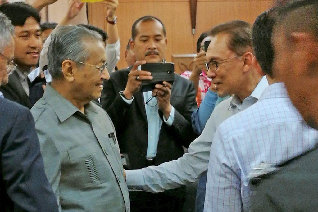 Mungkinkah Mahathir, Anwar berbaik semula?