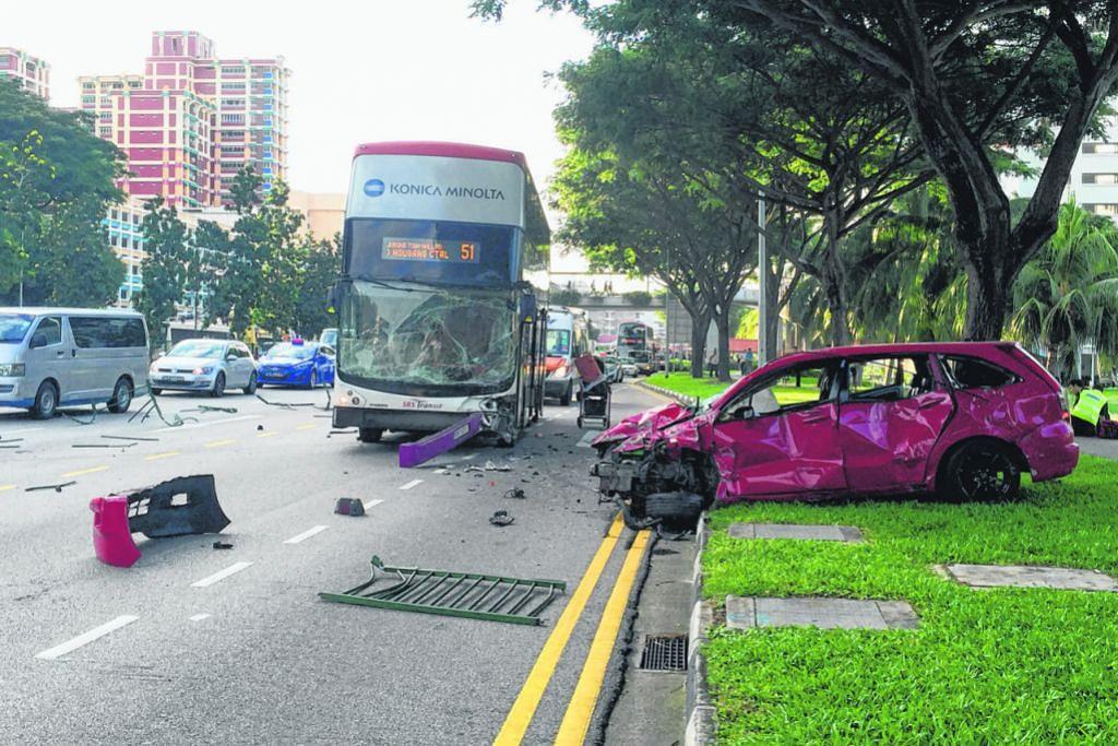 Lelaki ditahan ekoran jerit dan tolak pegawai SCDF selepas kereta langgar bas, pemisah jalan
