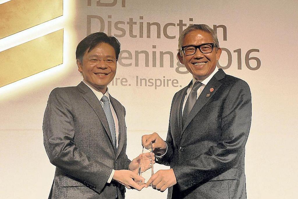 Bahren Shaari terima Anugerah Tokoh Unggul perbankan