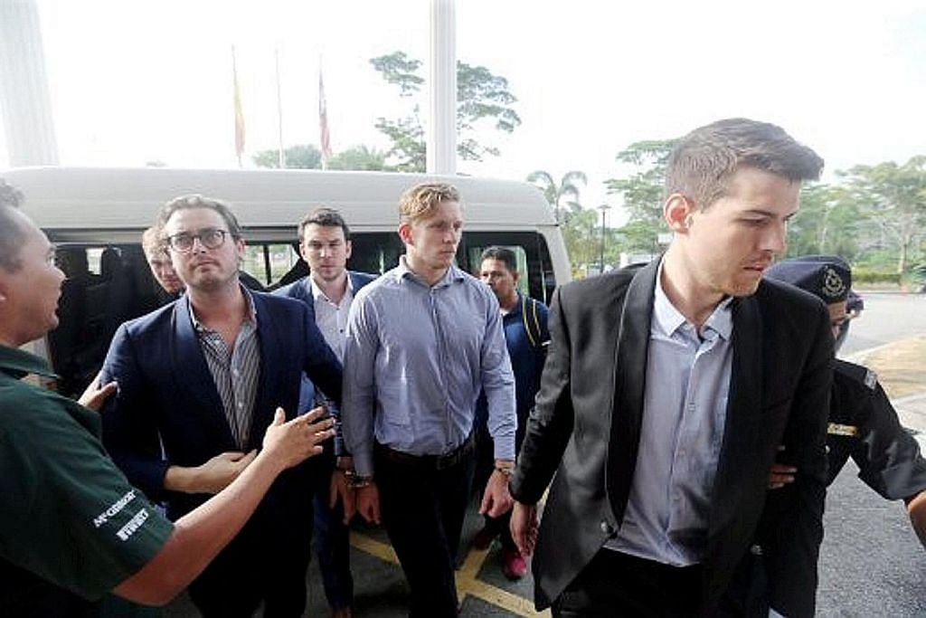 9 warga Australia bebas setelah mengaku salah, mohon maaf PAKAI SELUAR RENANG BENDERA MALAYSIA DI ACARA FORMULA SATU MALAYSIA