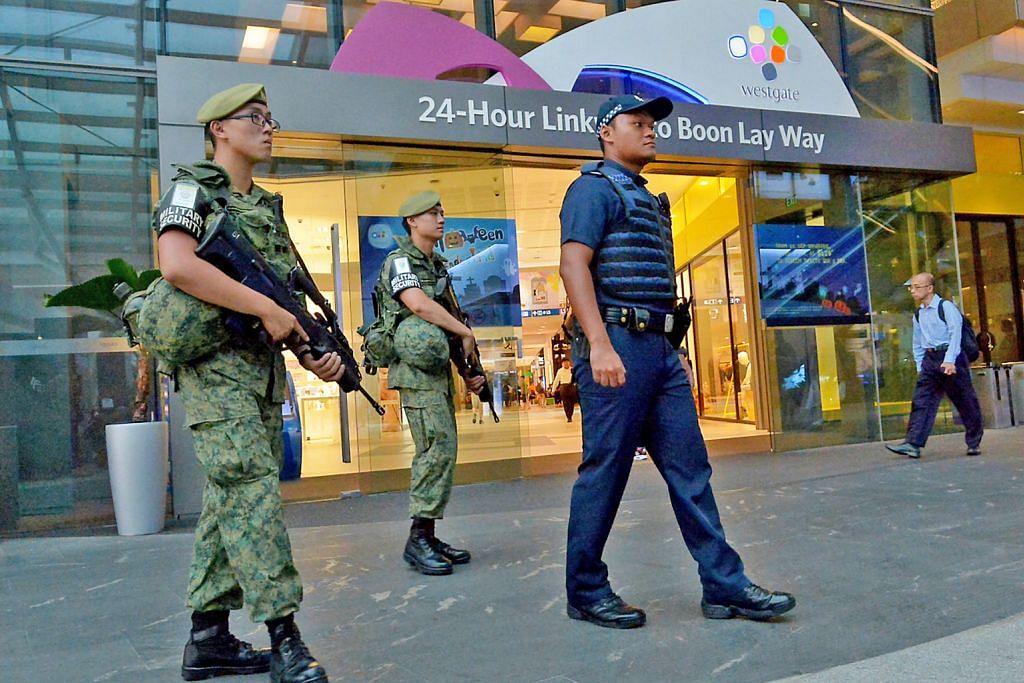 LATIHAN TANGANI PENGGANASAN BERBILANG AGENSI SERATA PULAU Polis dan SAF lakukan operasi rondaan bersama serata Singapura