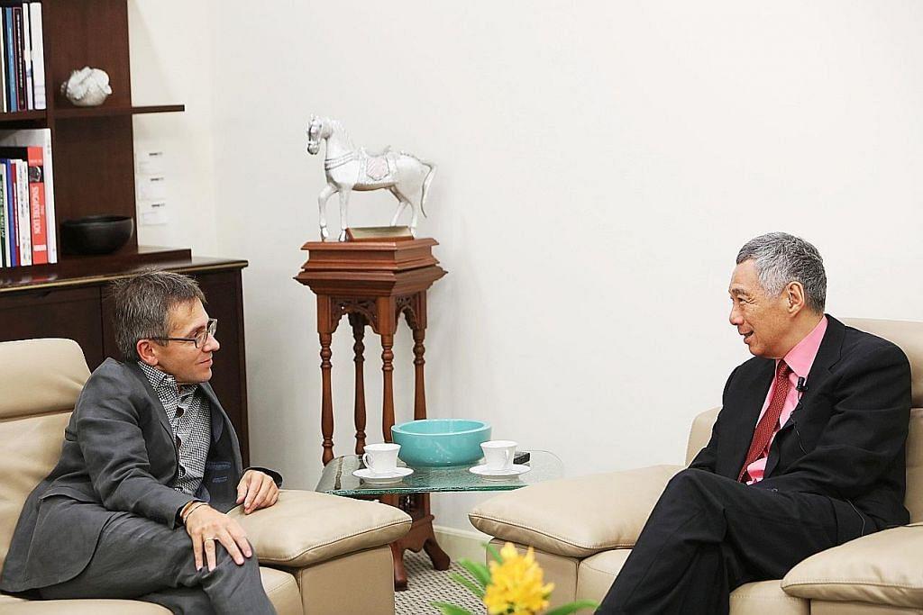 WAWANCARA PERDANA MENTERI LEE HSIEN LOONG DENGAN MAJALAH TIME PM Lee: Pemerintah akan bantu warga harungi perubahan ekonomi