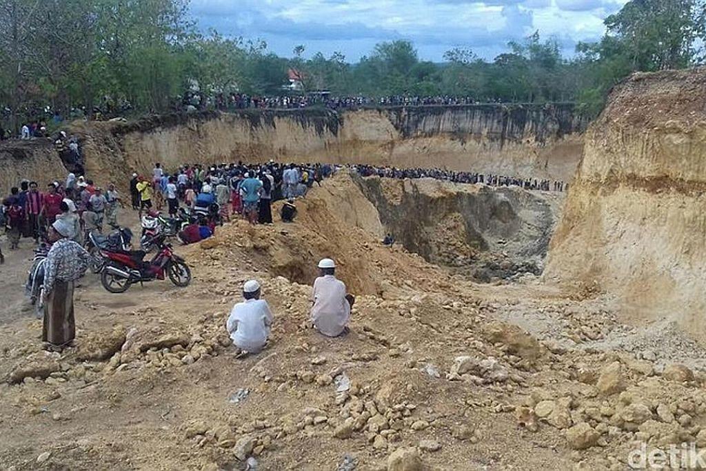 11 dikhuatiri mati tertimbus di lombong emas terlarang di Sumatera