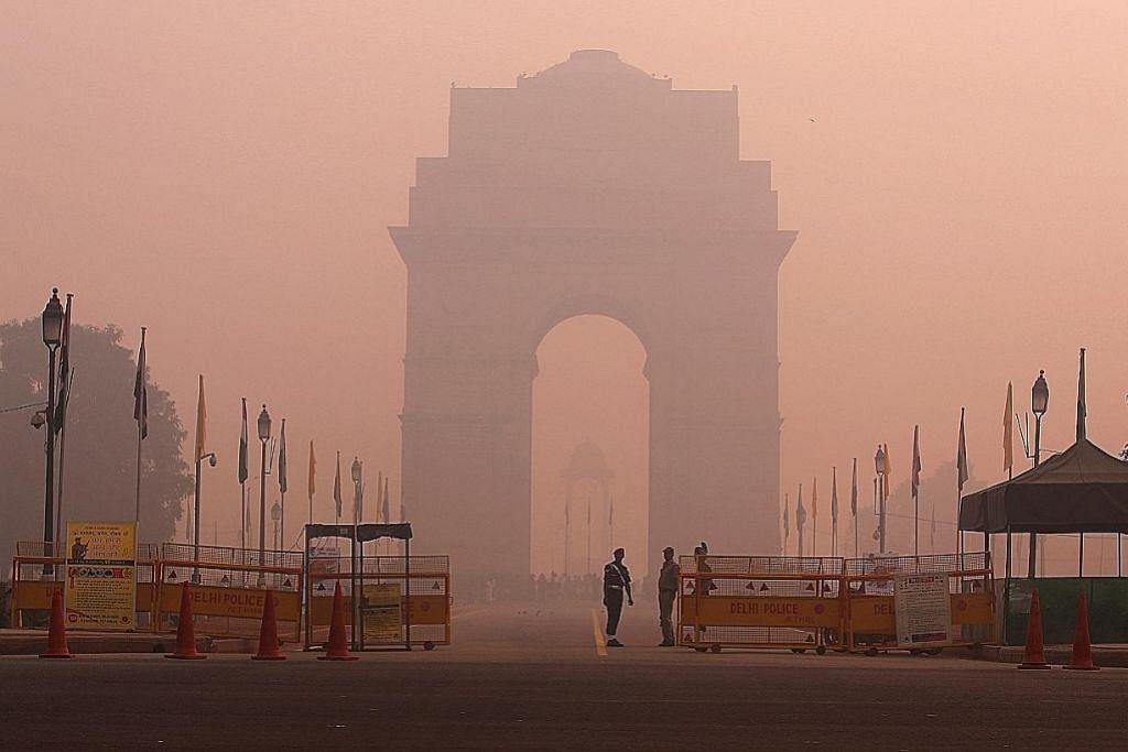New Delhi diselubungi kabut tebal