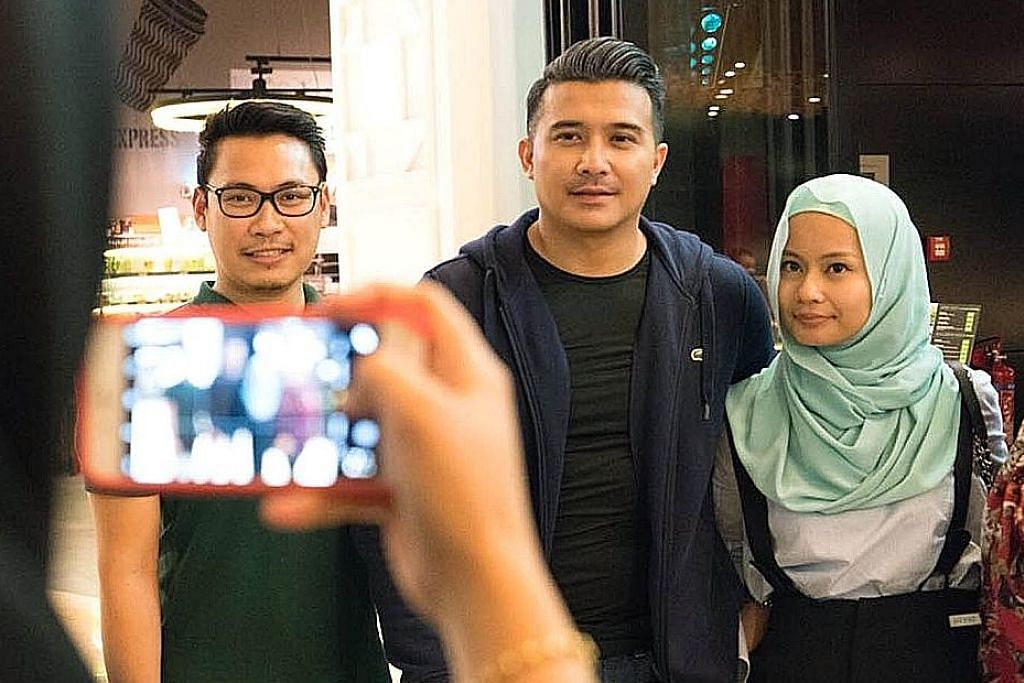Peminat kecoh, teruja temui Aaron Aziz di Dubai