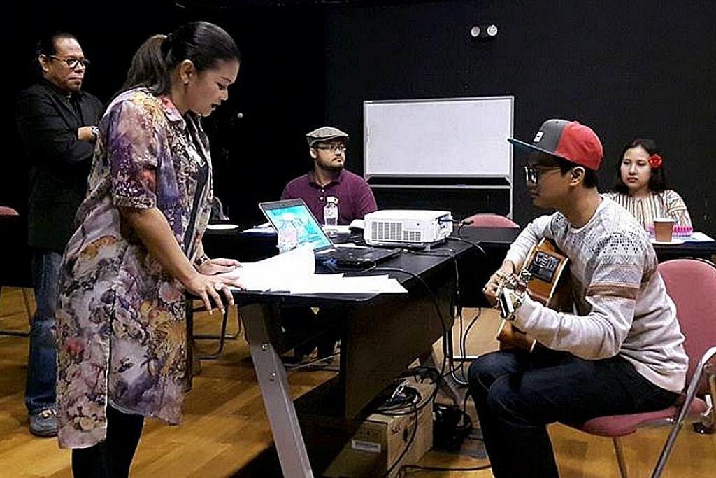 3 seniman kongsi rahsia hasilkan lirik yang 'gugah' perasaan, rentas zaman