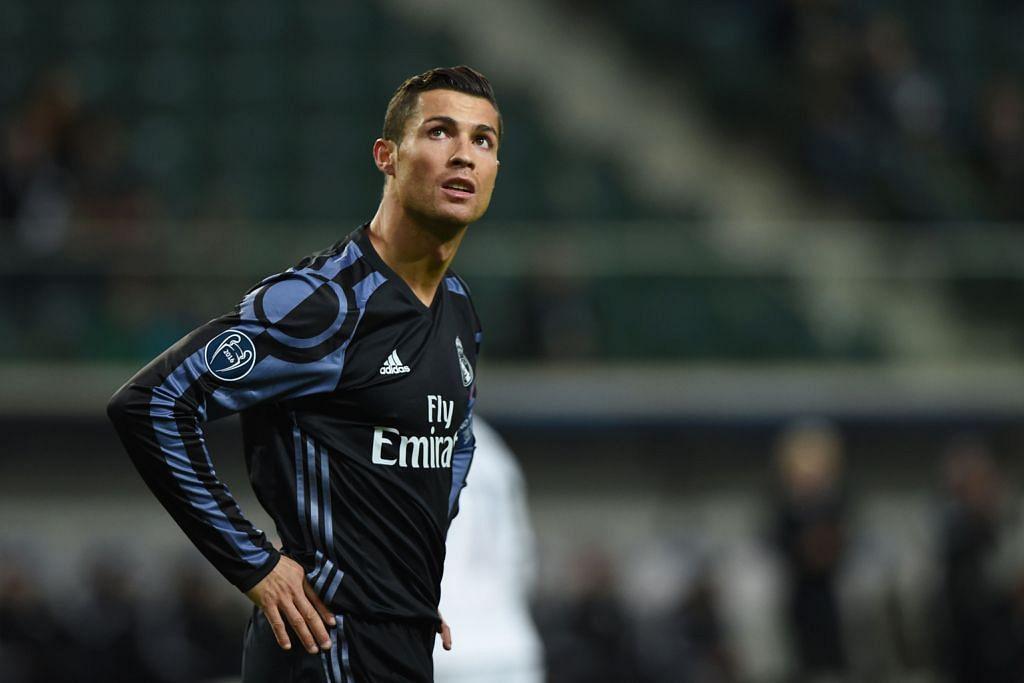 CRISTIANO RONALDO: Mendedahkan rekod kewangannya bagi 2015 kelmarin sedang bintang Real Madrid ini berdepan dengan dakwaan mengelak membayar cukai. - Foto AFP