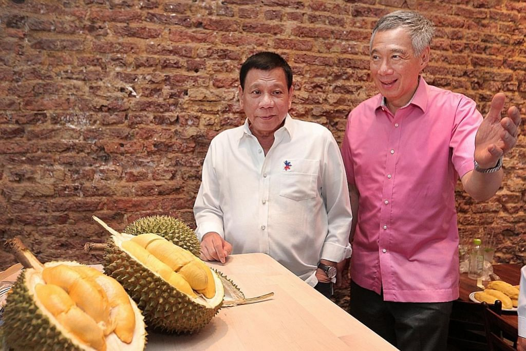 Nasi lemak, durian untuk Presiden Duterte dari PM Lee
