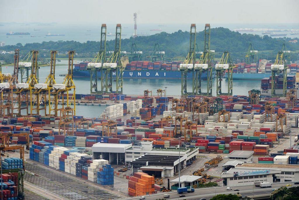 Pelabuhan Singapura mengendalikan 30.9 juta kontena bersaiz standard  tahun lalalu, sama seperti 2015, walaupun keadaan ekonomi global lebih bergelora daripada yang dijangka dan terdapat perubahan struktur besar dalam industri maritim.