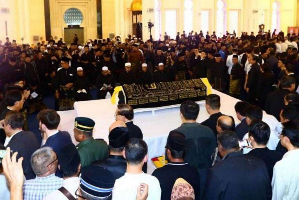 Sultan Hassanal Bolkiah dari Brunei antara yang dijangka menyertai Gabenor Taib Mahmud, Perdana Menteri Datuk Seri Najib Tun Razak, dan pemimpin negeri serta persekutuan di upacara pengebumian Allahyarham Tan Sri Adenan Satem.