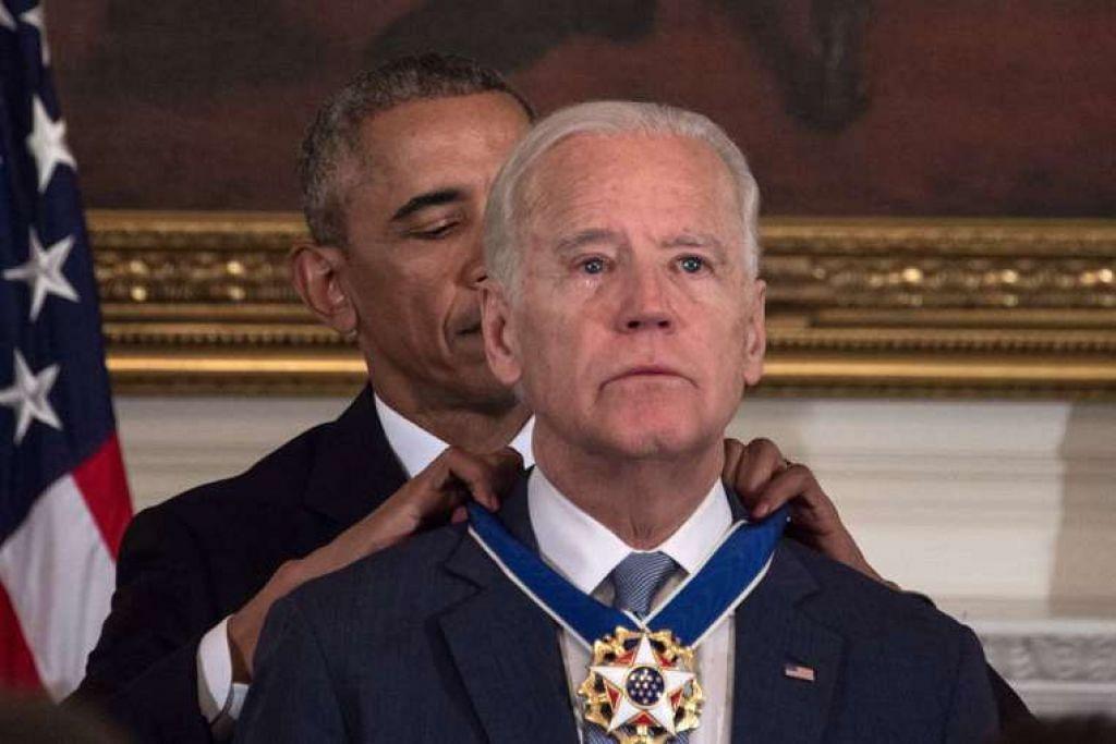 Presiden Barack Obama menganugerahkan penghormatan awam tertinggi Amerika Syarikat -- Pingat Kebebasan Presiden -- kepada Naib Presiden Joe Biden pada Khamis (12 Jan), dalam satu majlis mengejutkan beremosi di Rumah Putih.