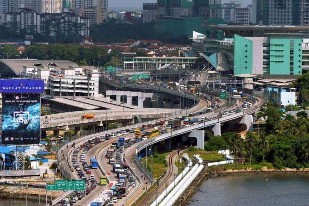 Semua kereta asing yang berdaftar akan perlu membayar Bayaran Jalan Raya Sepadan  (RRC) sebanyak $ 6.40 apabila ke Singapura melalui Pusat Pemeriksaan Tuas atau Woodlands mulai 15 Feb.