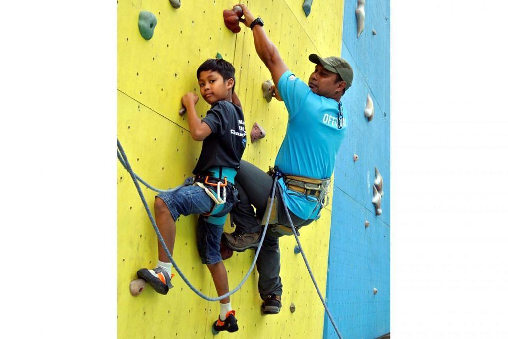 KONGSI MINAT SUKA CABARAN: Lutfil Hadi Usmanhasidik dan bapanya, Encik Usmanhasidik Bakar, sama-sama meminati sukan mendaki dan akan menjalani latihan memanjat tembok seminggu sekali. - Foto NURMAYA ALIAS