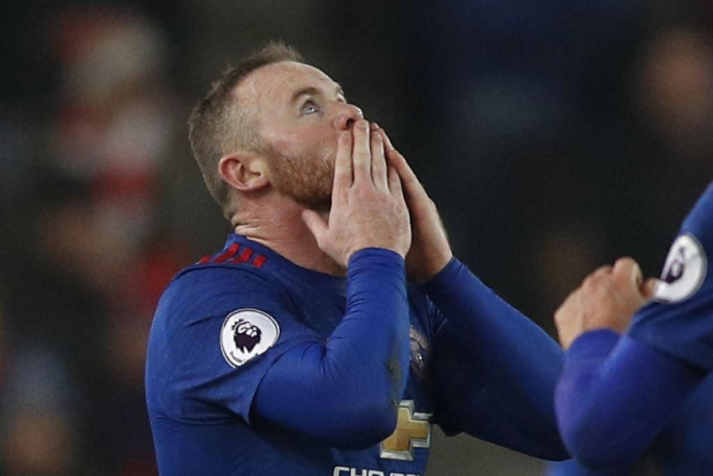 Rooney kelihatan bersyukur selepas menjaringkan gol bagi United semasa menentang Stoke, sekali gus menjadikan beliau mencipta rekod sebagai penjaring gol terbanyak bagi Manchester United dengan 250 gol.