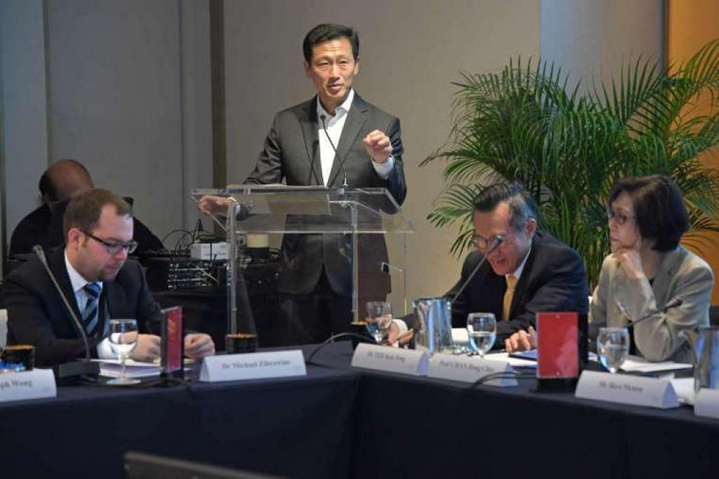Encik Ong Ye Kung berucap di perbincangan meja bundar mengenai teras pertumbuhan ekonomi Singapura pada masa depan.