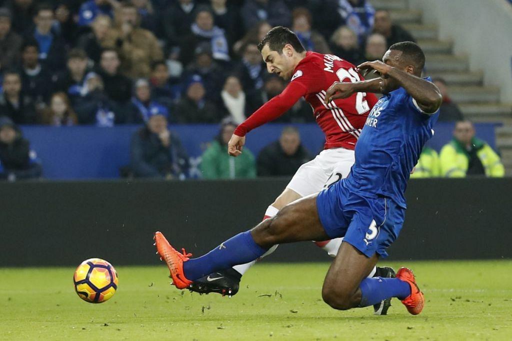 Henrikh Mkhitaryan (jersi merah) menjaringkan gol pertama Manchester United dalam kemenangan 3-0 ke atas Leicester dalam perlawanan EPL di Stadium King Power pada Ahad (5 Feb).