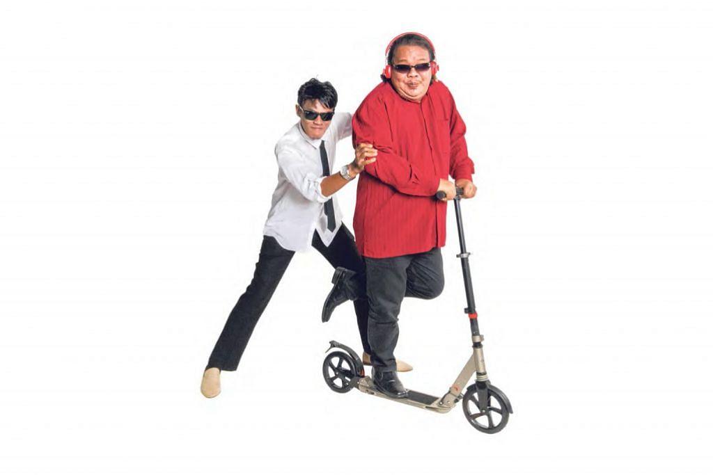 KECOH-KECOH PELAWAK: Hamzah Adon (kiri) dan Alias Kadir yang membentuk kumpulan duo Les Enja, sampaikan pesan tentang pasang surut dunia sebagai artis menerusi lagu semi komedi 'Superstar'. - Foto SAMBAL PIX MOTION