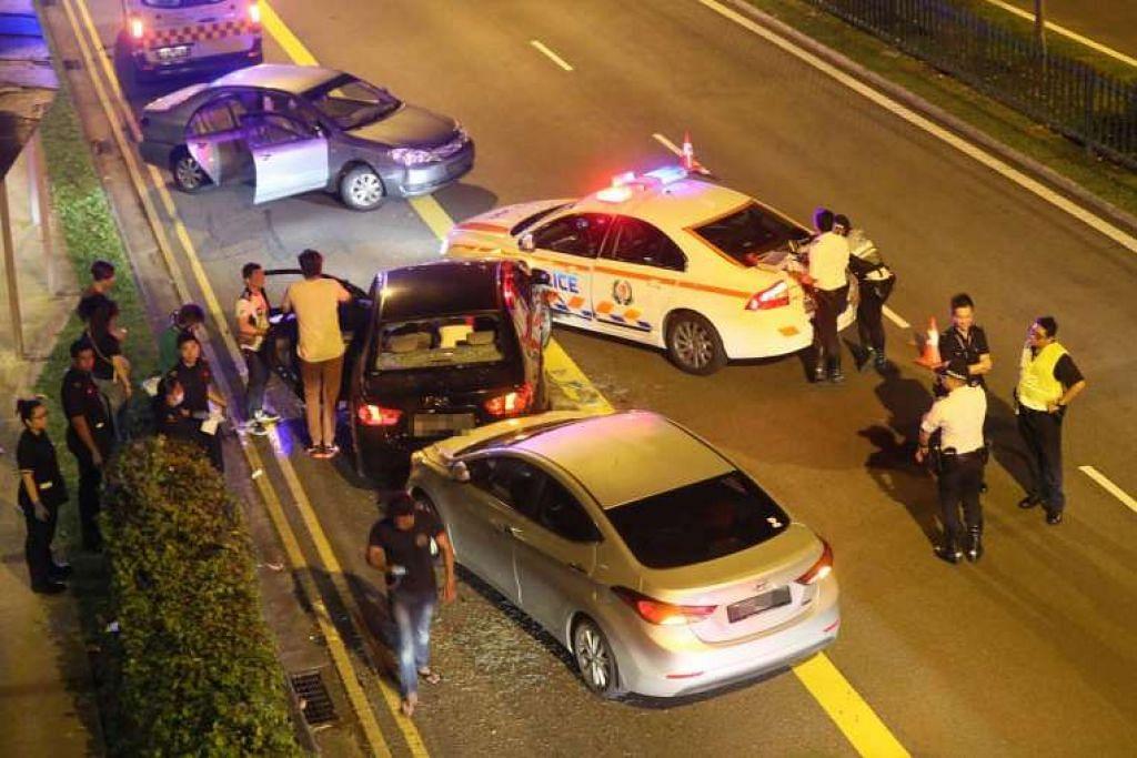 Kenderaan yang dilaporkan terlibat dalam kemalangan itu termasuk sebuah kereta sewa hitam yang dipandu suspek pengedar dadah itu, sebuah kereta polis dan sebuah kereta CNB. Kereta keempat dilaporkan dipandu oleh pekerja syarikat sewa yang memiliki kereta yang disewa suspek, yang dihantar oleh majikannya untuk menjejak pelanggan.