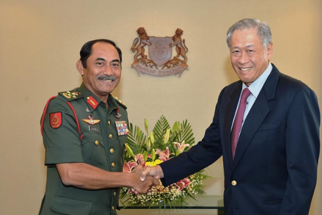 Panglima Tentera Darat Angkatan Tentera Malaysia, Jeneral Datuk Seri Zulkiple Haji Kassim, melakukan kunjungana ke atas Menteri Pertahanan, Dr Ng Eng Hen, di Kementerian Pertahanan (Mindef) pada Jumaat (10 Feb).