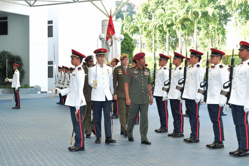Jeneral Datuk Seri Zulkiple Haji Kassim memeriksa Kawalan Kehormatan di Kementerian Defence.