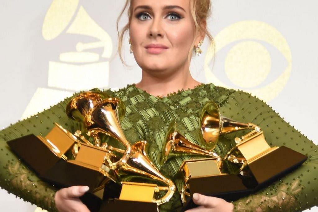 Adele dengan lima anugerah Grammy termasuk Lagu, Rekod dan Album terbaik bagi album '25'.