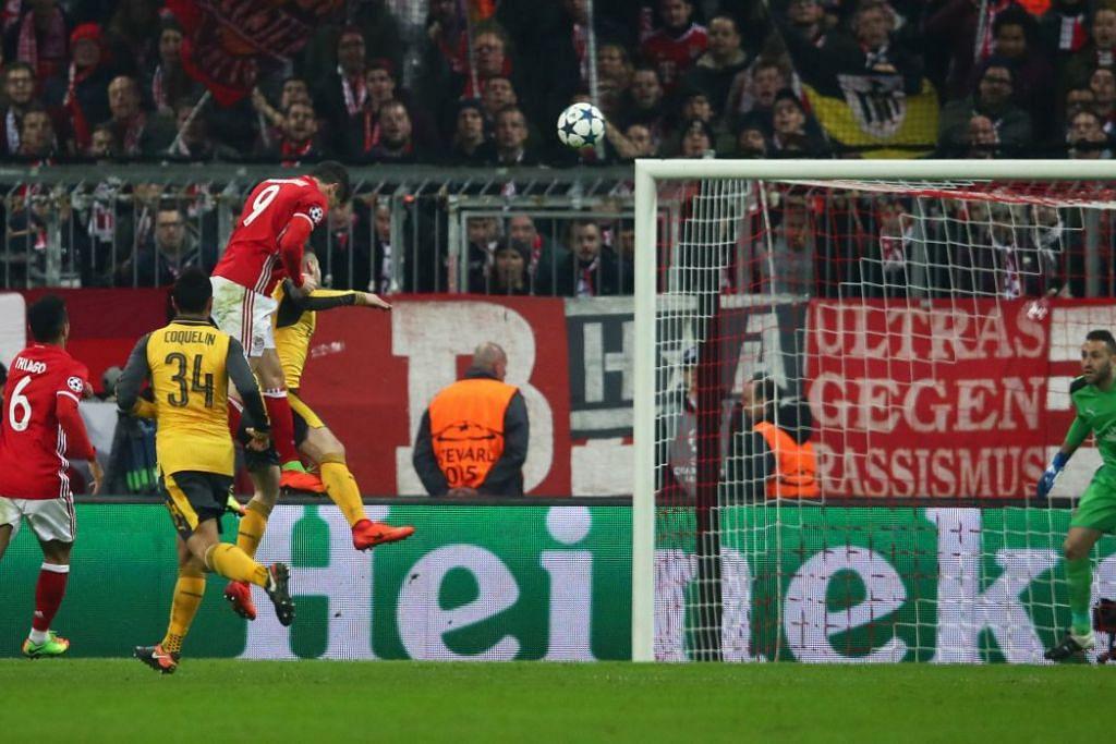 Lewandowski menjaringkan gol kedua Bayern Munich, yang mengalahkan Arsenal 5-1 dalam perlawanan pertama peringkat 16 terakhir mereka dalam Liga Juara-Juara di Allianz Arena pada Rabu (15 Feb).