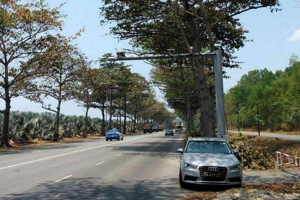 Satu set Kamera Pecut Purata, yang dipasang pada dua gantri sejauh empat kilometer antara satu sama lain, ditempatkan di Changi Coastal Road sebagai sebahagian daripada satu projek percubaan pada 2013.