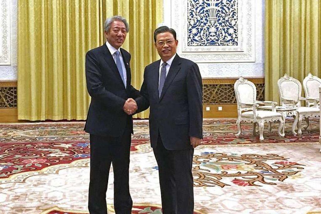 Timbalan Perdana Menteri Teo Chee Hean (kiri) menemui Encik Zhao Leji, ketua Jabatan Pertubuhan Parti Komunis China (PKC), yang mempengerusikan Forum Kepimpinan bersama beliau, pada Ahad (26 Feb) di Dewan Besar Rakyat.