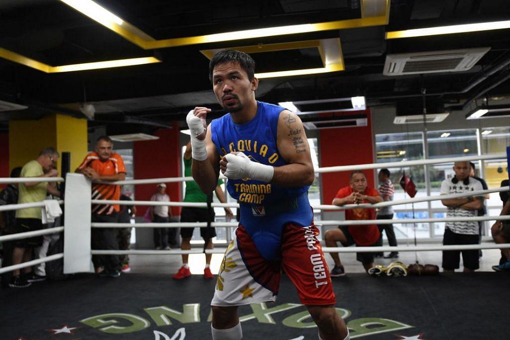 Manny Pacquiao berlatih  di sebuah gimnasium di Manila.