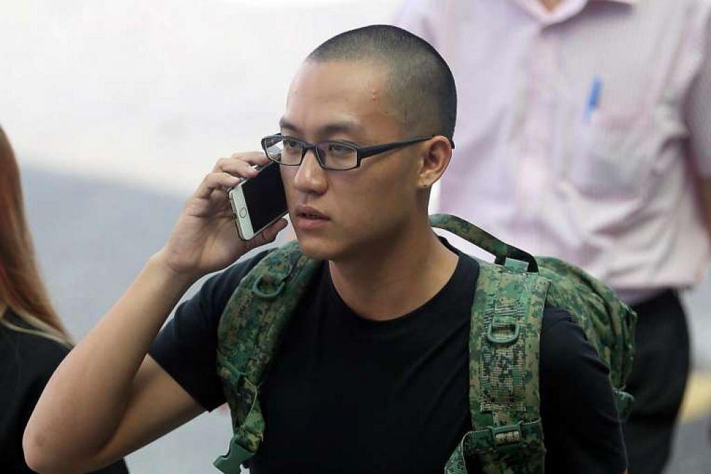 Bryon Loke Thong Ler, yang menyerang pemblog  Amos Yee di pusat beli-belah Jurong Point pada Mei tahun lalu, dilihat di luar Mahkamah Negara pada 18 Ogos 2016.