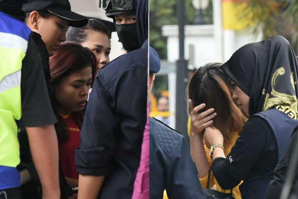 Siti Aisyah (kiri) dan Doan Thi Huong (menutup muka) diiring ramai pols ke Mahkamah Majistret di Sepang.
