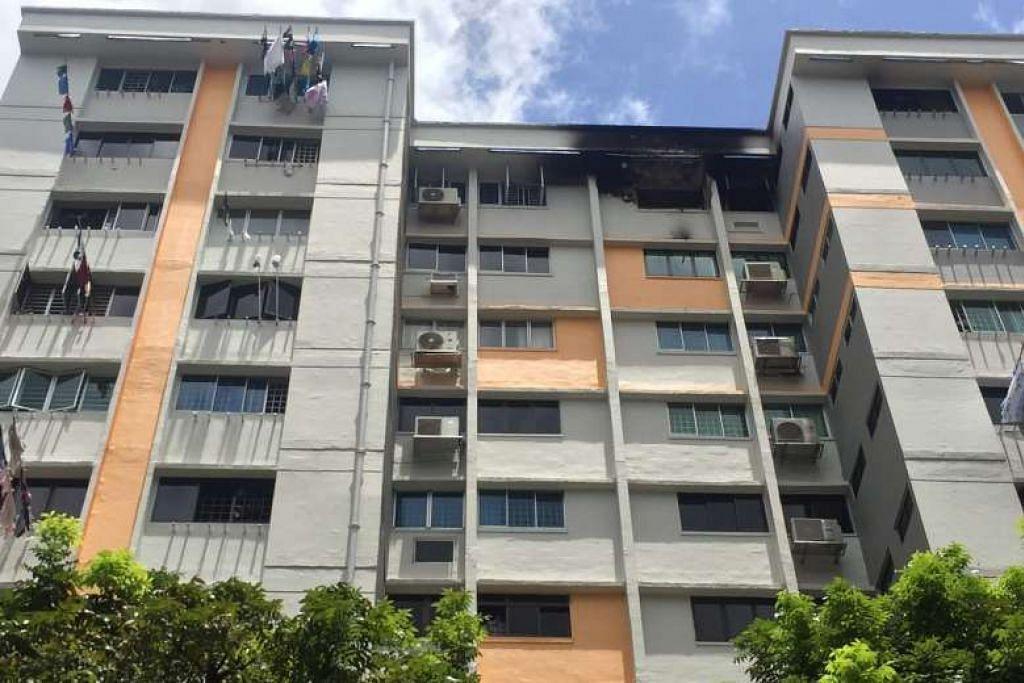Kesan kebakaran yang berlaku di sebuah flat di tingkat 12 di Blok 220, Serangoon Avenue 4.