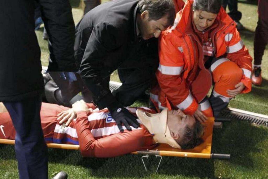 Fernando Torres diberi bantuan perubatan.